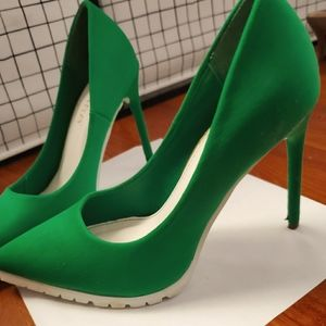 Shoes - Sexy bright green High heels pumps nearly new